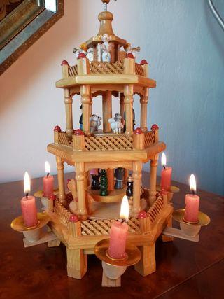 Pirámide de Navidad alemana de madera
