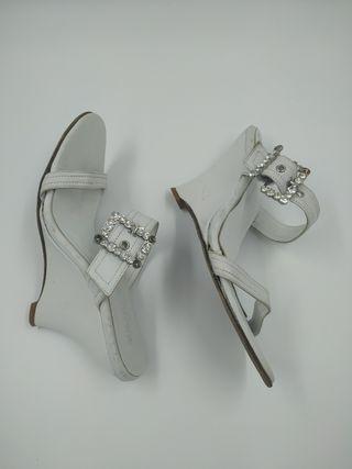 Sandalias Cuña Cuero Blanco y Cristal