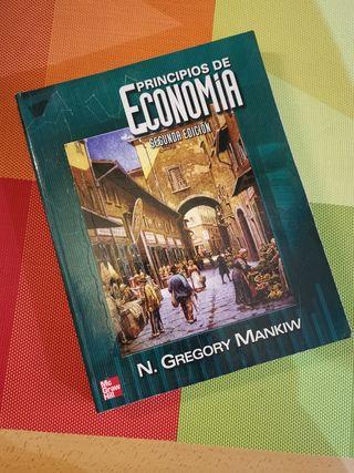 """Gregory Mankiw """"Principios de economia"""""""