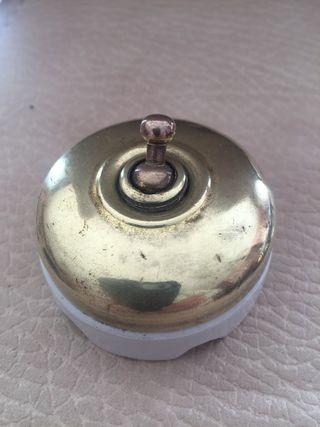 Interruptor de luz antiguo