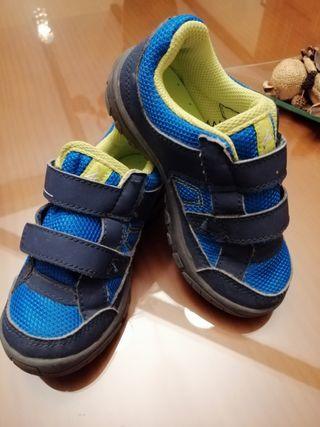 zapatillas de Decathlon talla 27