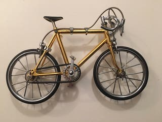Maqueta bici corredor con baño de oro