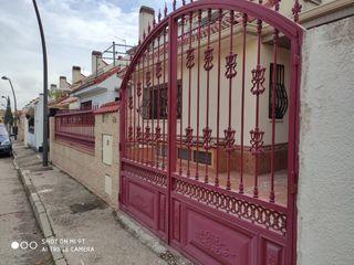 Puertas de forja entrada jardin