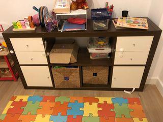 Mueble estantería Ikea con accesorios