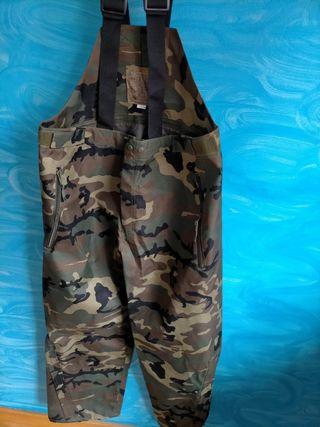 pantalón militar con tirantes