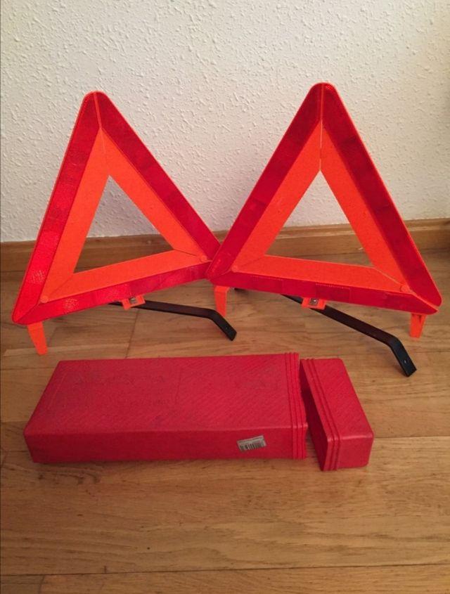 Cadenas coche + triángulos