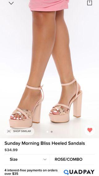Sandalias de tacon rosa y dorado