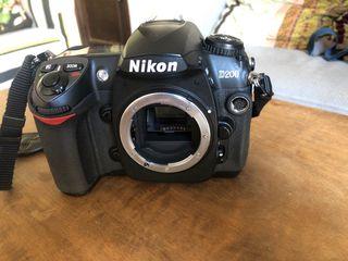 Cámara reflex Nikon D200 con 2 baterias