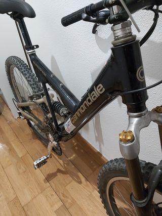 Bicicleta Cannondale Super V500 a toda prueba