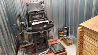 Imprenta tipo Minerva y chibalete de madera