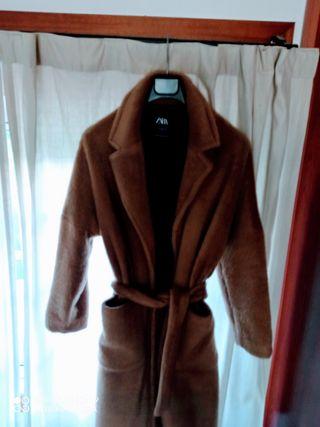 abrigo pelo Zara talla M