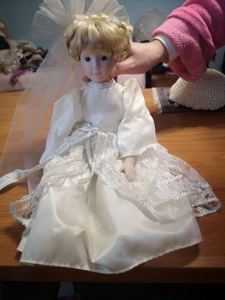 muñeca de porcelana de 40cm.