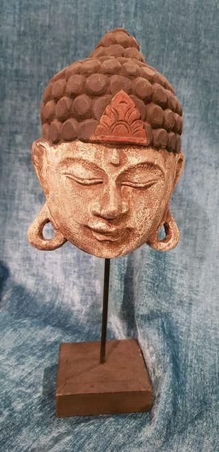 Rostro Buda madera policromada. Bali (Indonesia).