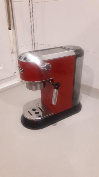 Cafetera Delonghi Dedica 680 Roja