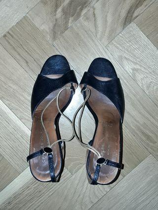 sandalias de CUERO con cadena dorada