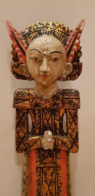 """Figura en madera de """"Ratu Gede"""". Bali (Indonesia)."""