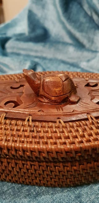 "Caja artesanal ""sasak"" de ratán. Lombok(Indonesia)"