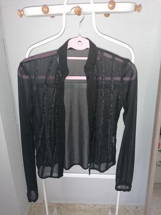 Camisa negra transparente.