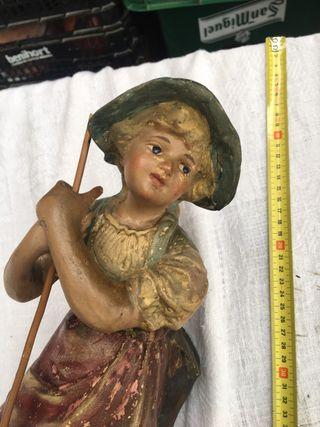 Antigua figura de barro francesa numerada