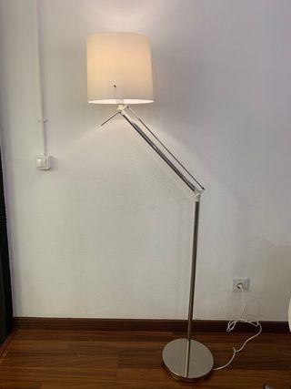 Lámpara pie articulada