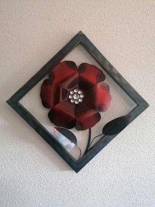 Cuadro de flor en relieve de latón