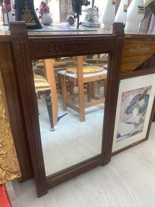 Espejo antiguo de madera con detalles