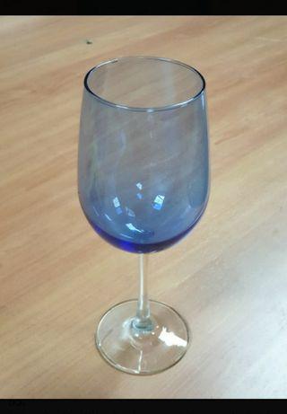 18 copas de vino o agua azules