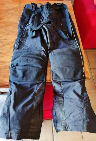 Pantalón moto con tirantes. Talla L