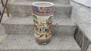 Antiguo paraguero-bastonero chino de porcelana. ..