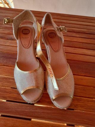 sandalias cuña Gioseppo