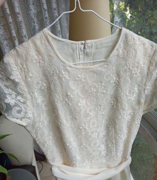 Vestido blanco/crema de encaje
