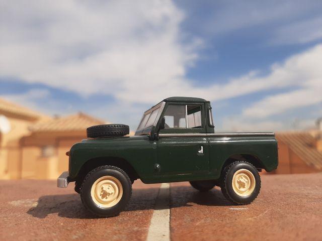 Land Rover escala 1/43
