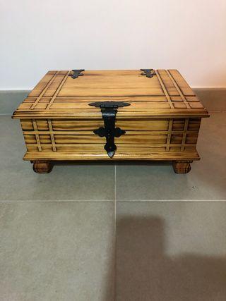Caja arcón de madera