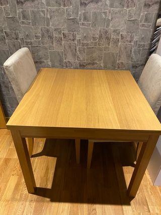 Mesa Ikea con dos sillas