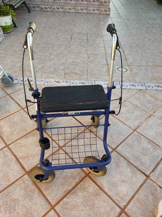 andador para personas con movilidad reducida