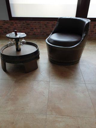 Muebles artesanales de barricas y madera.