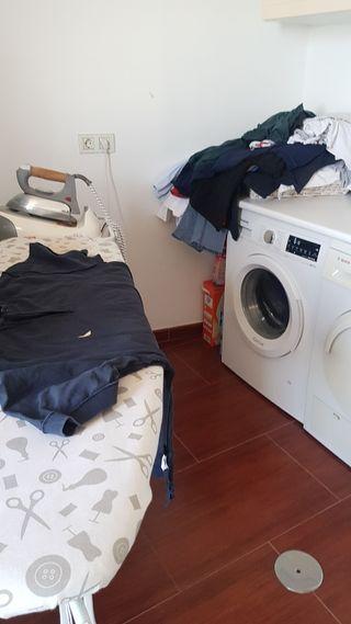 limpiadora y plancho su ropa