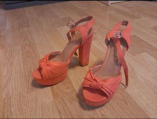 Sandalias de tacón color coral