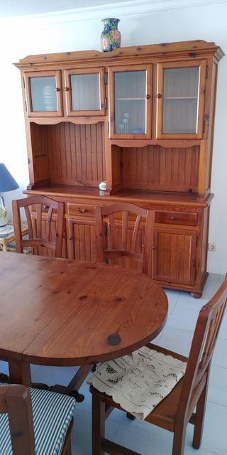 mueble comedor y mesa con sillas