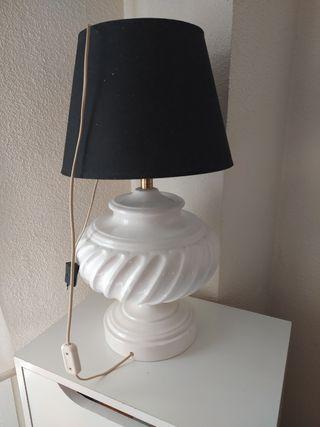 lámpara de mesa grande