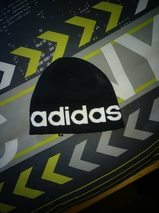 Gorrito negro Adidas neo