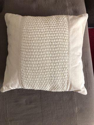 Cojin 40x40 Zara Home beige+ manta a conjunto