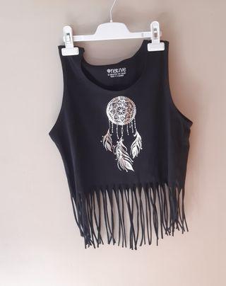 Camiseta negra de tirantes i flecos.