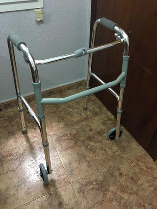 Andador con ruedas para personas mayores