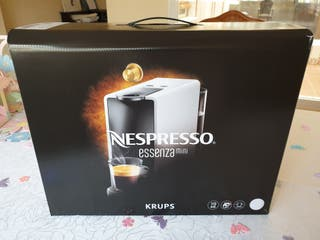 Cafetera Krups Nespresso Essensa mini nueva