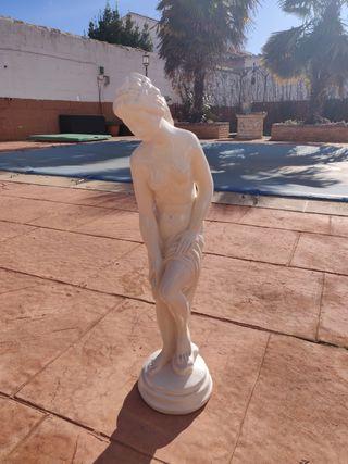Escultura de mujer para hogar y jardín