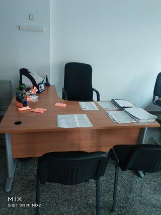 mesas de oficina, estanterias, sillas, sillones
