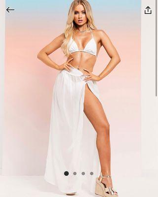 Falda larga blanca con apertura delantera