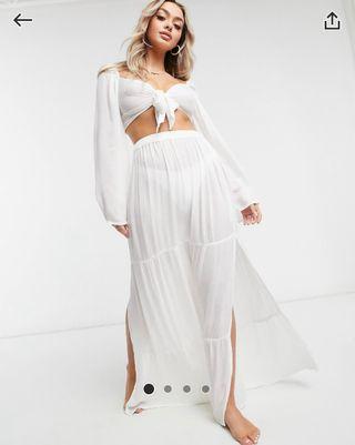 Falda larga a capas blanca