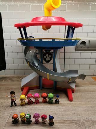 centro de mando Patrulla Canina con muñecos